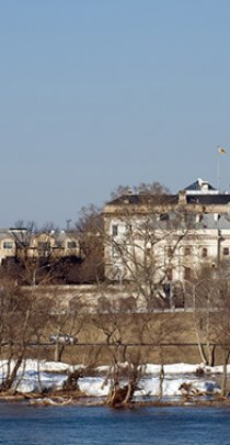 photo of New Jersey Statehouse in Trenton from across the river